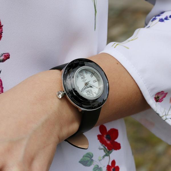ANNA-PUZOVA-WATCH.jpg